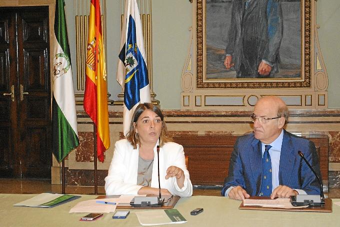 Firma del covnenio para la construcción de nuevos kilómetros de carril bici en Huelva.
