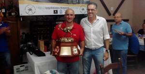 David Luis Cuaresma, con el galardón obtenido.