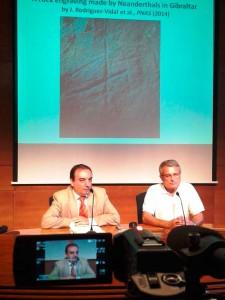 Rueda de prensa del profesor en la Universidad de Huelva.