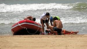 Una imagen de los ejercicios de salvamento llevados a cabo en la playa del Parador.