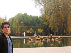 Víctor Preckler en los jardines de Versalle