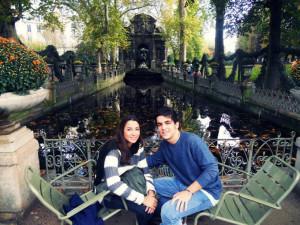 Víctor Preckler con su novia en París