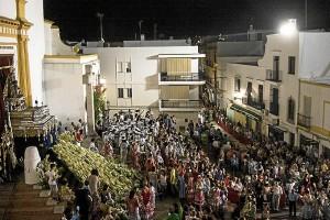 Los ayamontinos realizaron la ofrenda floral a su Virgen de las Angustias.