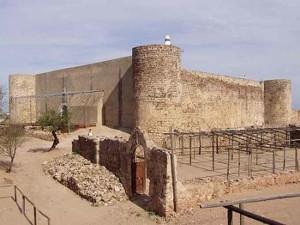 El Castillo de Castro Marim con el que según la leyenda conectaba el 'Túnel del boquerón'.