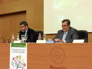 Alberto Sanz, primer ponente, junto al vicerrector Rafael Aguado