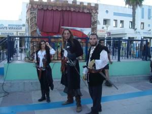 Atracciones de piratas en el mercadillo.