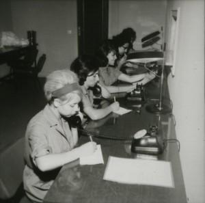 En los años setenta y, sobre todo, ochenta, la mujer se fue incorporando a un puesto de trabajo. / Foto: mujerymemoria.org.
