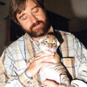 Con una cría de tigre.
