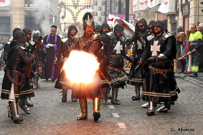 Una de las fotografías de la exposición 'Las Fiestas de Moros y Cristianos de Alcoy'.
