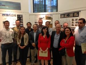 Foto de familia de todos los premiados, con la junta del COAH, presidida por Noemí Sanchís.