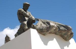 'Canuto' cuenta con un monumento en Lepe. /Foto: Fermñin Cabanilas.