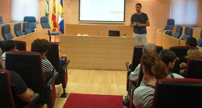 Un momento de la charla arbitral de Antonio Cumbreras en Aljaraque.