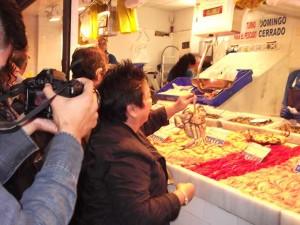 El programa de 'Master Chef' filipino graba un programa en la Lonja de Isla Cristina.