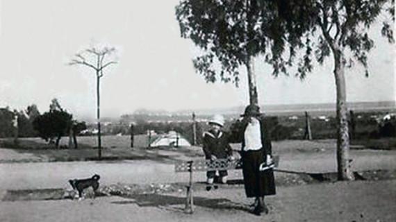 Altos del Paseo del Conquero en los años veinte del pasado siglo XX