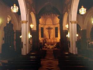 Interior de la Iglesia de la Concepción antes de su última restauración.  F. Fernández y M. L. López. 1992 Archivo de la Diputación Provincial de Huelva.