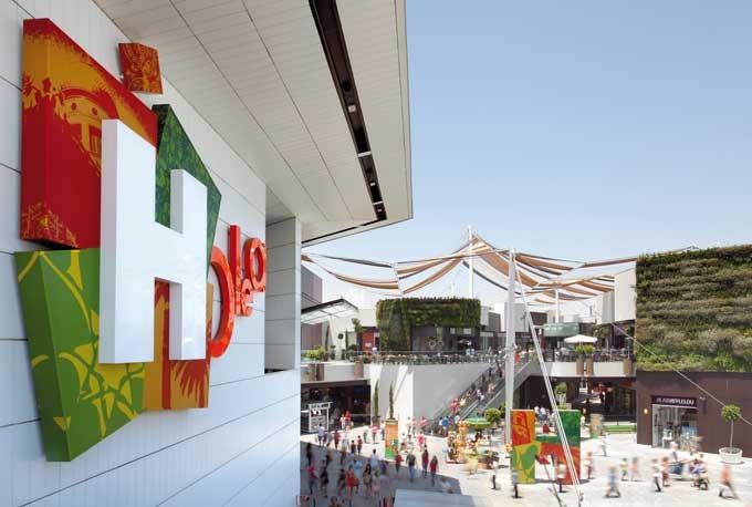 la marca italiana regalará 150 bolsas de tela con productos para los primeros clientes que realicen compras en la tienda.