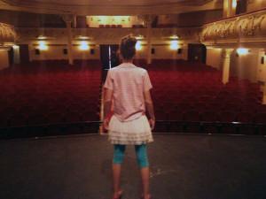Sara es feliz encima de un escenario. Aquí, en el Gran Teatro de Huelva.