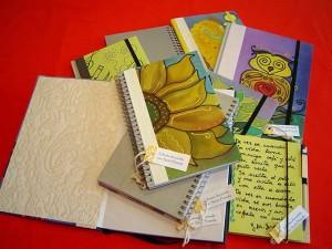 Cuadernos con creaciones de la artesana.