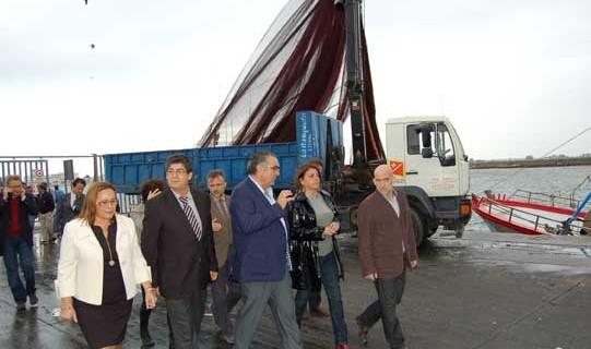 El sector pesquero de Isla Cristina dispondrá en 2015 de  los nuevos cuartos de redes en el muelle norte del puerto