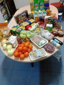 Las cestas contenían alimentos de primera necesidad.