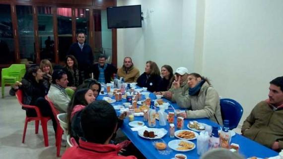 La Hermandad del Calvario celebra una merienda con sus vecinos del Albergue Municipal de Huelva