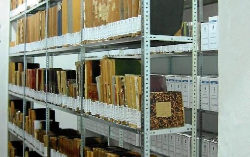 De archivos y archiveros
