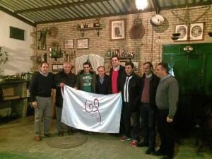 Los Embajadores del Centenario junto al presidente del club palmerino.
