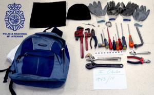 La Policía ha intervenido las herramientas con las que los individuos perpetraban los robos.