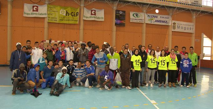 Participantes en el II Mundialito por la Integración celebrado en Moguer.