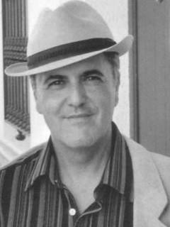 Cobos Wilkins da a conocer en Madrid su último libro 'El mundo se derrumba y tú escribes poemas'