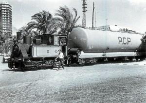Una de las últimas imágenes de las locomotoras APH en la actual Plaza del 12 de Octubre hacia el año 1970. / Foto: APH.