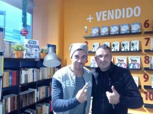 Sergio Contreras y Manuel Jesús Soriano, en una librería.