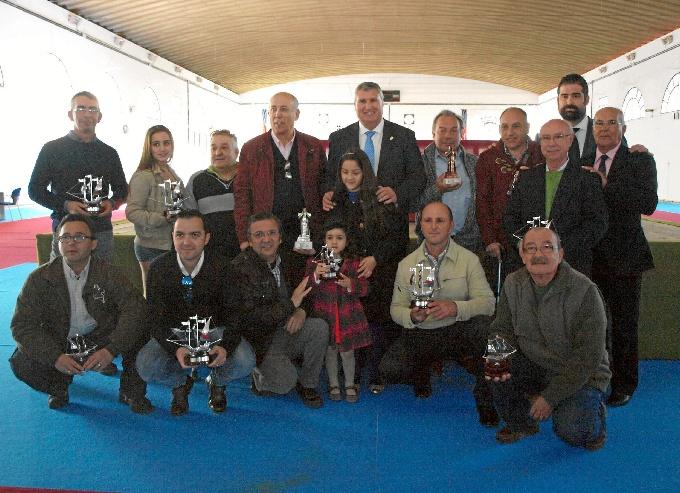 Foto de familia del concurso de Cante Timbrado en Cartaya.