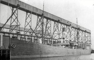 """El SS """"Huelva"""" con bandera norteamericana, botado en 1894"""