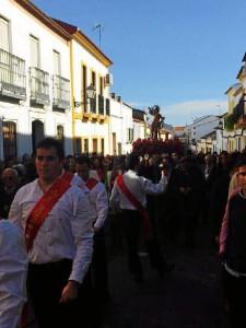 La Danza de las Espadas no falta en la procesión.