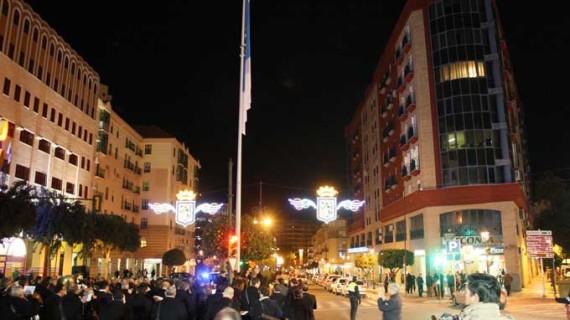 Huelva estrena una bandera de la ciudad en la Plaza de los Litri