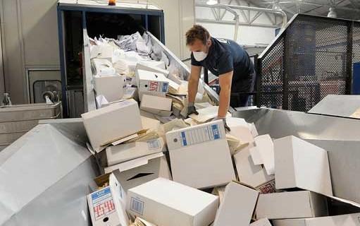 100.000 expedientes antiguos y sin valor se destruyen  en los archivos de Huelva para liberar espacio