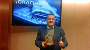 Nico con su premio ¡Bravo! 2014.
