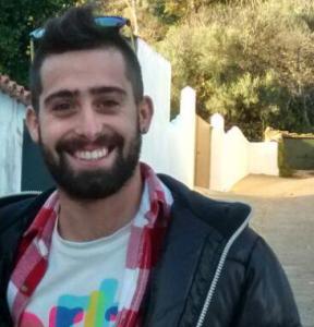 Iñaki estudia Turismo en la Onubense.