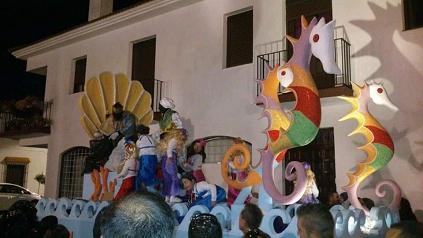 La Cabalgata de Reyes de El Campillo homenajea a Carlos Pernil