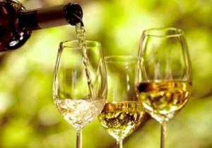 Brindis con vinos de Huelva.
