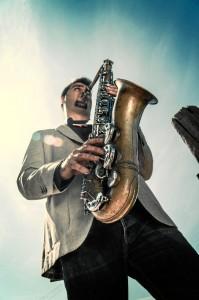 El saxofonista, natural de Valencia, lleva viviendo en Huelva desde los 3 años.
