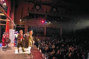 La actuacion de la comparsa Antologia de Ayamonte, hizo vibrar al publico del Cardenio