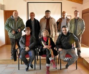 Foto de familia de los Poetas del Guadiana en el Mercadillo.