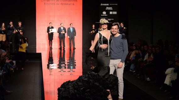 El onubense Pedro Béjar obtiene el premio Diseñador Revelación en la Pasarela Simof