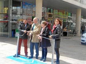 Momento del tradicional corte de la cinta en la inauguración