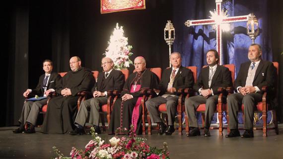 Nacho Molina recita un mensaje de amor a Huelva y sus cofrades en el Pregón de la Semana Santa 2015