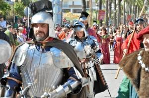 El gran desfile inauguró la Feria Medieval de Palos de la Frontera.