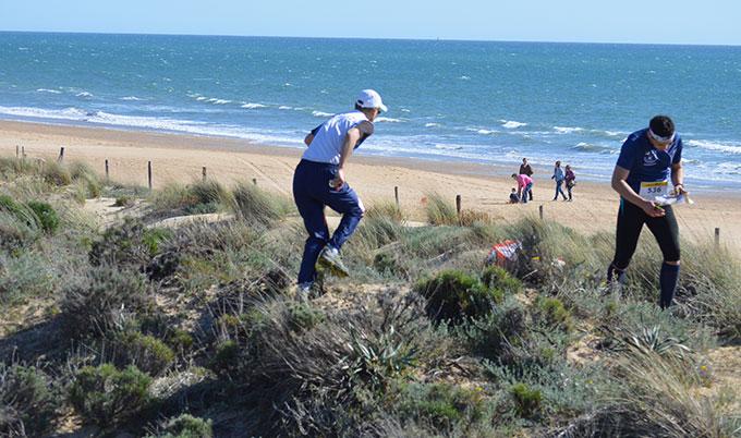 Un momento de la prueba por la playa puntaumbrieña.
