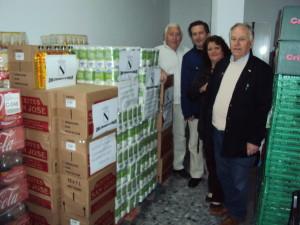 El alcalde de Gibraleón, José Ramón. entrega 2 toneladas de alimentos para el Sahara